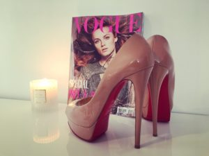 Pink Louboutin's high-heels wit a Vogue magazin